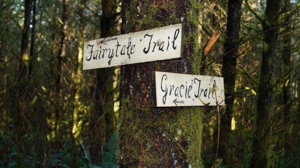 Trail Signs in Ravensdale Retrea