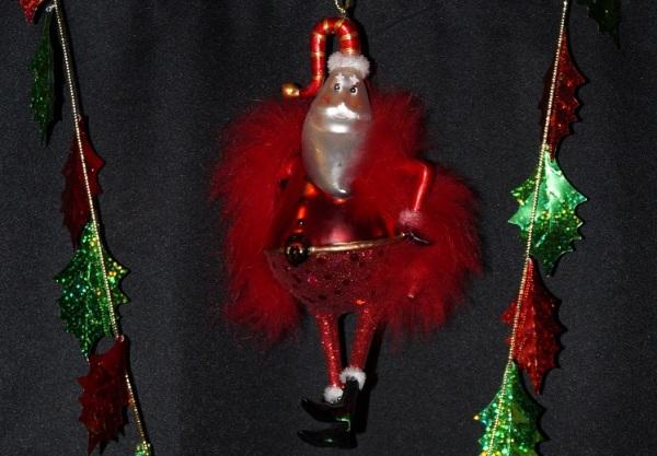 Dancing Boa Santa